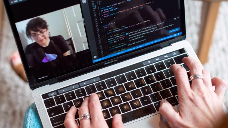 Cyberprzestępcy podszywają się pod platformy do wideokonferencji